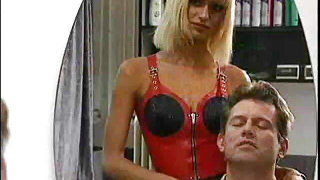 Vous taquiner dans video x gratuit amateur cette culotte serrée en PVC noir est trop facile